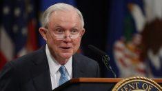 Sessions enfrentará a exentrenador universitario por una banca en el Senado de EE.UU. por Alabama