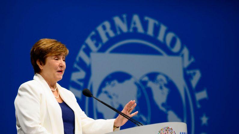La Directora gerente del FMI, Kristalina Georgieva, habla en la Sesión Plenaria de las Reuniones Anuales de Otoño del FMI/Banco Mundial en Washington, DC (EE.UU.), el 18 de octubre de 2019. (ANDREW CABALLERO-REYNOLDS/AFP vía Getty Images)