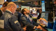 Dow Jones cierra en rojo perdiendo racha de 14 años mientras coronavirus golpea los mercados