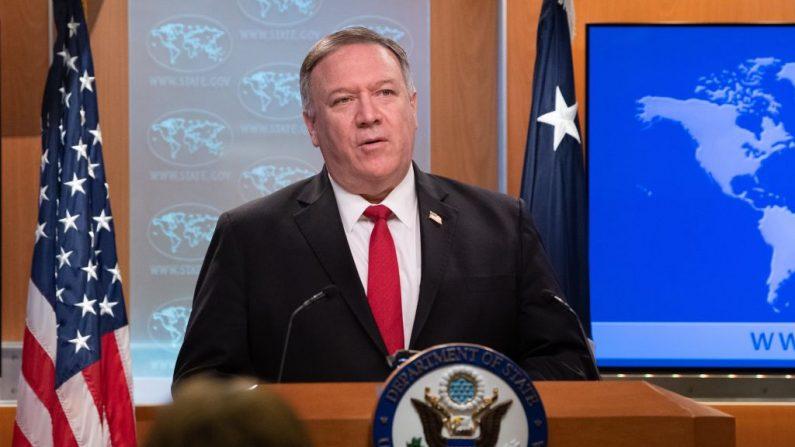El secretario de Estado de EE.UU. Mike Pompeo pronuncia un discurso sobre los Informes de País de 2019 sobre las Prácticas de Derechos Humanos en el Departamento de Estado en Washington, DC, el 11 de marzo de 2020. (NICHOLAS KAMM/AFP/Getty Images)