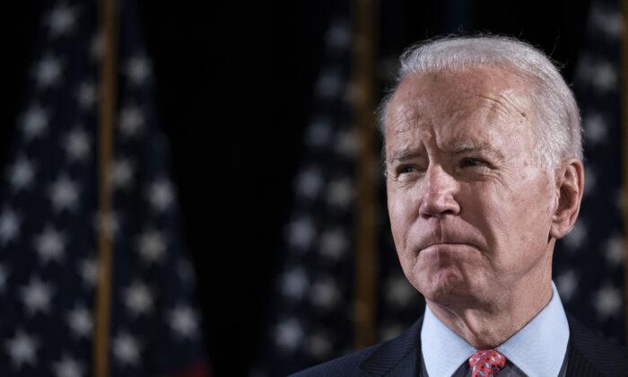 El candidato presidencial demócrata, exvicepresidente Joe Biden, en el Hotel Du Pont en Wilmington, Del., el 12 de marzo de 2020. (Drew Angerer/Getty Images)