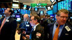 Wall Street abre al alza y Dow sube 2.26 % por los planes de desconfinamiento