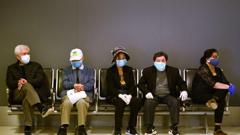 Australia cierra lugares de reunión y de culto en su lucha contra el virus del PCCh (PETER PARKS/AFP vía Getty Images)