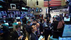 Wall Street abre con caídas en medio de la volatilidad por el virus del PCCh