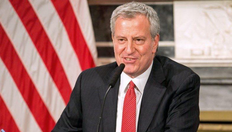 El alcalde Bill De Blasio durante una conferencia de prensa sobre la respuesta de la ciudad al brote de COVID-19, el 19 de marzo de 2020, en la ciudad de Nueva York (EE.UU.). (William Farrington-Pool/Getty Images)
