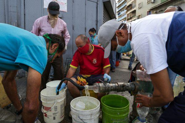 """Expertos reclaman """"abrir un canal humanitario"""" para Venezuela ante la crisis por el Covid-19"""