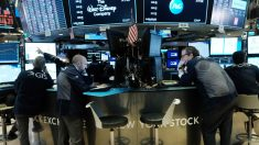 Dow Jones baja 2000 puntos luego de una crisis del petróleo en Bolsa de Valores de Nueva York
