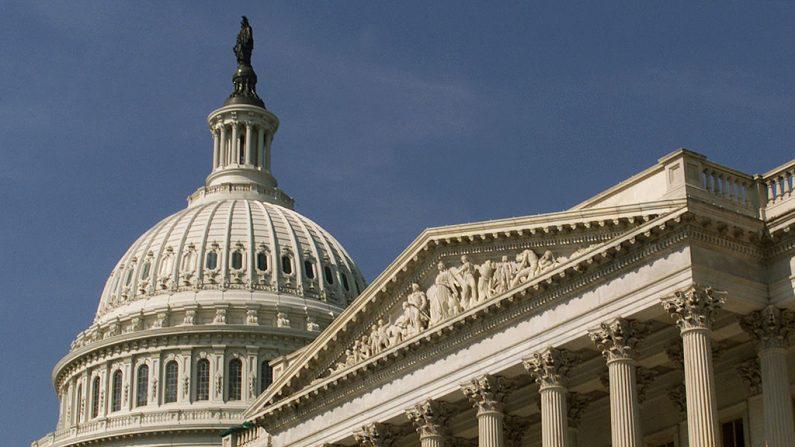 La cúpula del Capitolio de Estados Unidos y el Senado (der.) de Estados Unidos (Mark Wilson/Getty Images)