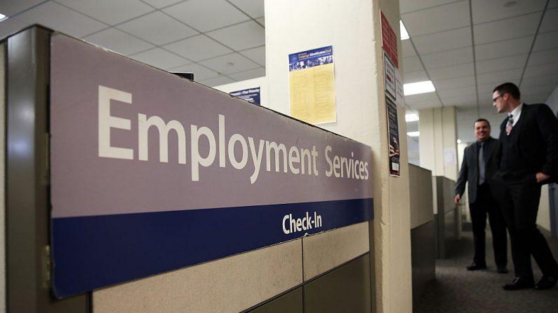 Una oficina del Departamento de Trabajo de Nueva York se ve en Manhattan el 6 de marzo de 2015 en la ciudad de Nueva York. (Spencer Platt/Getty Images)
