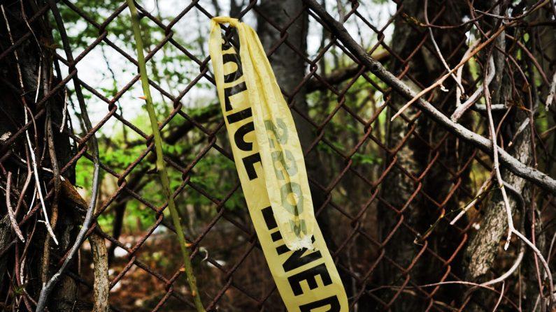 La cinta de la escena del crimen cuelga de una cerca, en esta foto de archivo. (Spencer Platt/Getty Images)