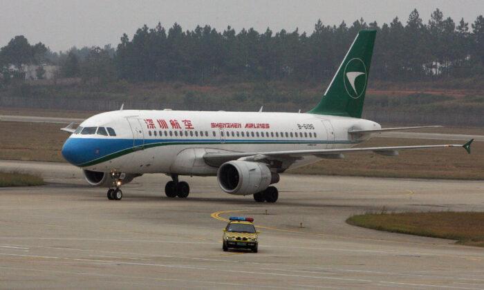 Un avión Airbus A320 de Shenzhen Airlines en el aeropuerto de Changsha en Hunan, Chona, el 1 de noviembre de 2007. (MARCA RALSTON/AFP vía Getty Images)