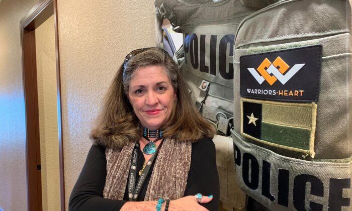 Erika Rose Unberhagen es una expolicía y alcohólica en recuperación. Ahora es terapeuta para personas que trabajan en servicios de emergencia, que luchan contra el estrés postraumático y el abuso de sustancias. (Cortesía de Erika Rose Unberhagen)