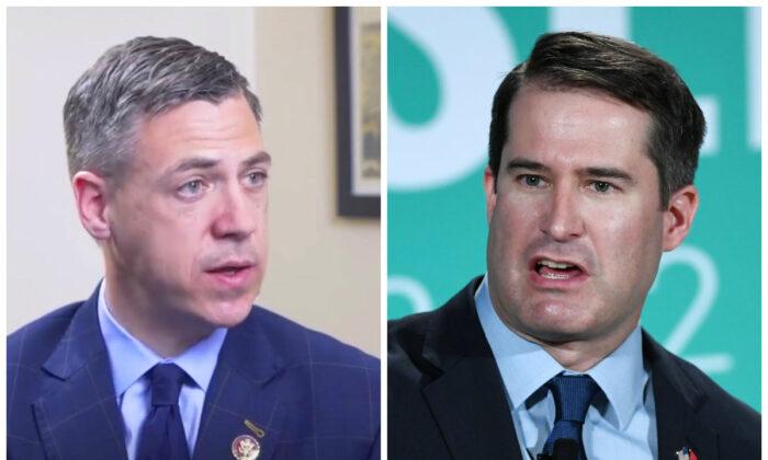 El representante Jim Banks (R-Ind.) (izq.) y el representante Seth Moulton (D-Mass.). (Captura de pantalla a través de The Epoch Times y Ethan Miller/Getty Images)