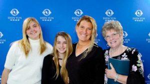 Directora Corporativa está orgullosa de que sus hijas adolescentes aprendan de Shen Yun