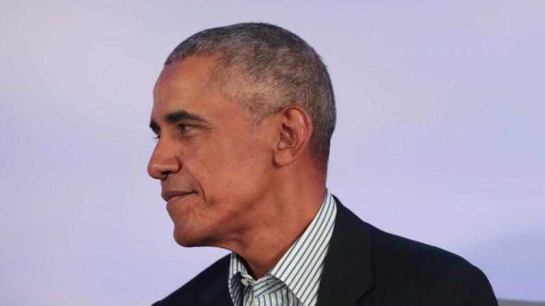 El expresidente Barack Obama habla a los invitados en la Cumbre de la Fundación Obama en el campus del Instituto de Tecnología de Illinois en Chicago, Illinois, el 29 de octubre de 2019. (Scott Olson/Getty Images)