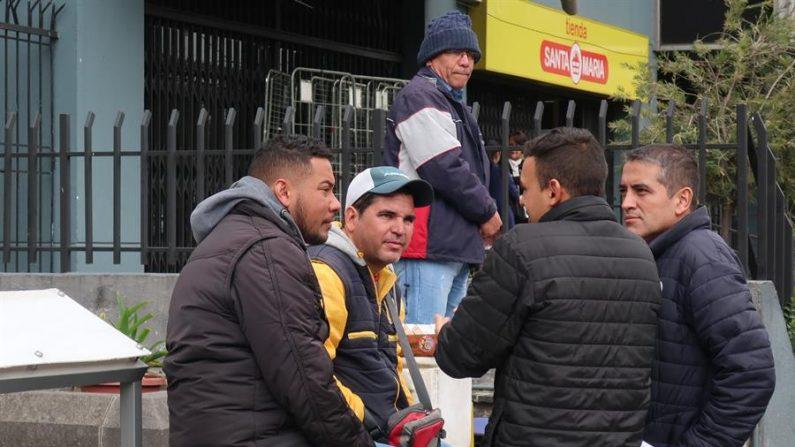 La medida está destinada a que los migrantes venezolanos puedan cumplir con el registro -iniciado a finales del año pasado- y culminar el proceso de regularización con la obtención de la visa de residencia temporal por razones humanitarias (VERHU). EFE/Andoni Berna/Archivo