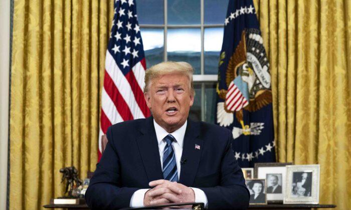 El presidente Donald Trump se dirige a la nación sobre el nuevo coronavirus desde el Despacho Oval, en Washington el 11 de marzo de 2019. (Doug Mills-Pool/Getty Images)