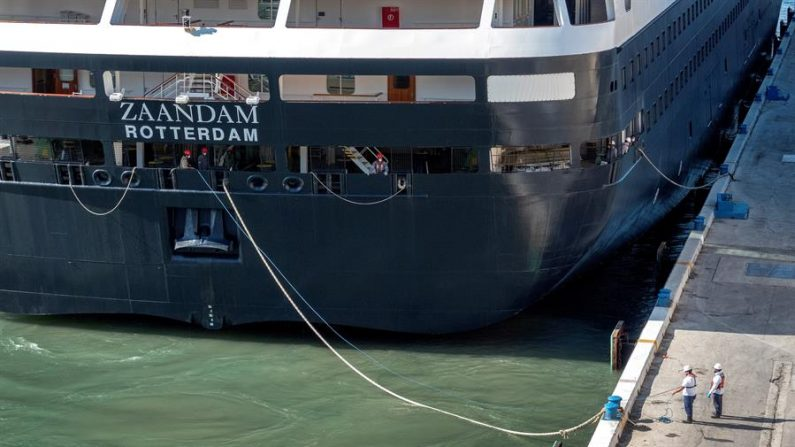 Desembarcan a mexicanos del crucero con contagiados de Florida