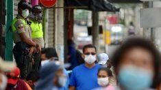 Ecuador roza los 5000 contagios mientras investiga sobornos por cadáveres