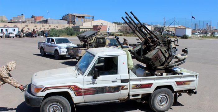 Libia anuncia primera muerte por el Covid-19 en medio de intensos combates