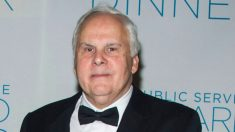 CEO de FedEx reduce 91% de su salario por 6 meses para ayudar a la compañía en medio de la pandemia