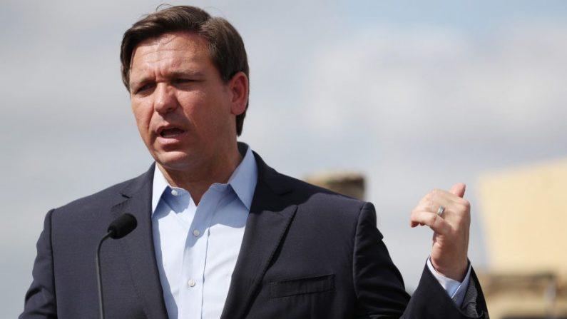 """Gobernador de Florida insta a los ciudadanos a no asistir a reuniones religiosas """"abarrotadas"""""""