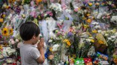 Se viraliza la conmovedora foto de niño peruano de 6 años rezando de rodillas por el fin de la pandemia