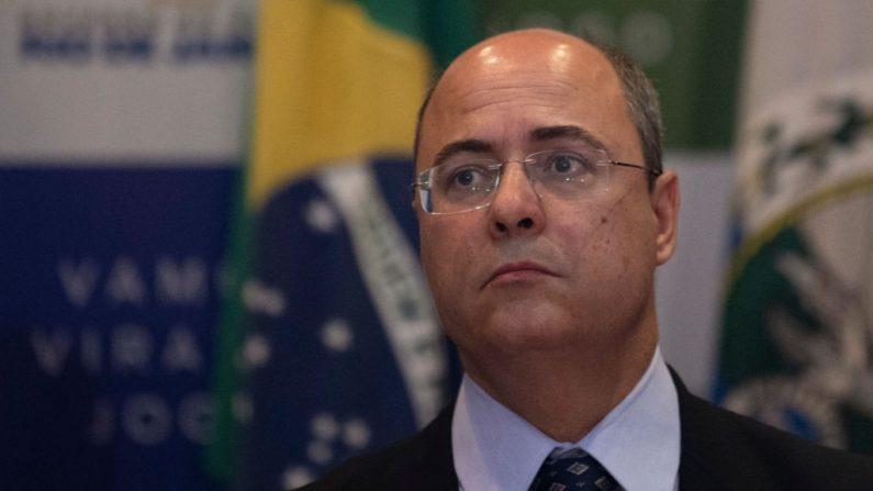 El gobernador de Río de Janeiro, Wilson Witzel, hace un gesto durante una conferencia de prensa en Río de Janeiro, Brasil, el 23 de septiembre de 2019. (Mauro Pimentel/AFP/Getty Images)