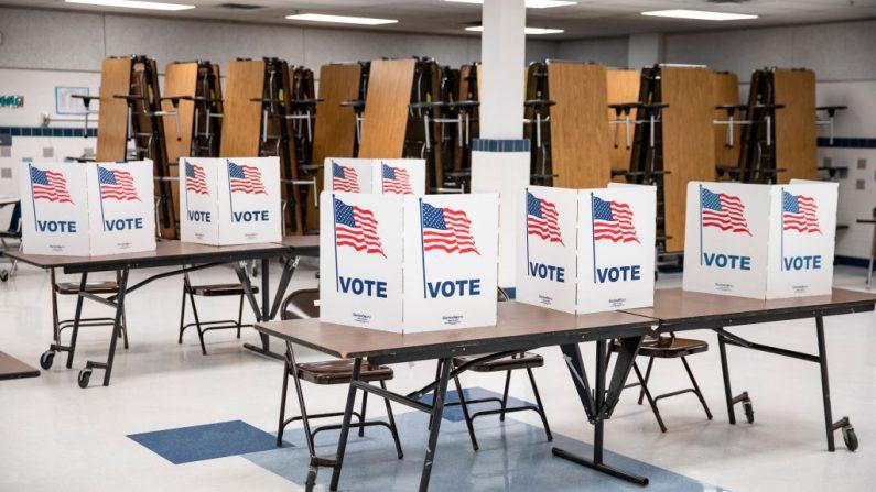 Cabinas de votación en Arlington, Virginia, el 3 de marzo de 2020. (Samuel Corum / Getty Images)