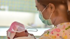 10 bebés recién nacidos dieron positivo con el virus después de estar en contacto con personal médico