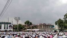 100,000 personas acuden a un funeral en Bangladesh, desafiando la orden de confinamiento