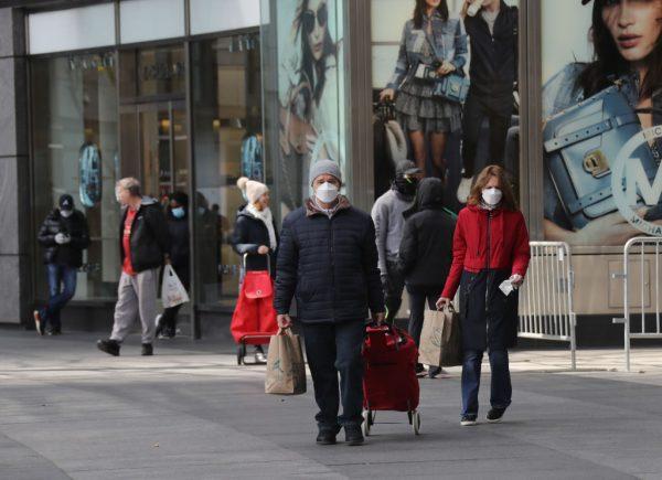 Nueva York recomienda salir a la calle con la boca y la nariz cubiertas