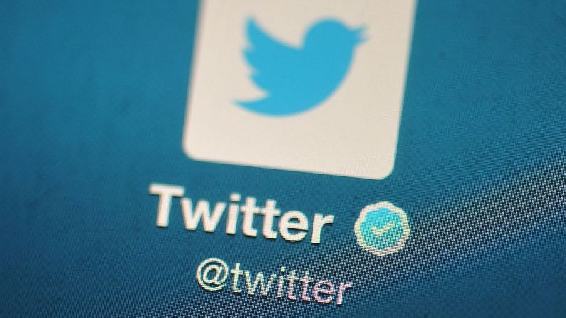 El logotipo de Twitter se muestra en un dispositivo móvil en Londres el 7 de noviembre de 2013. (Bethany Clarke / Getty Images)