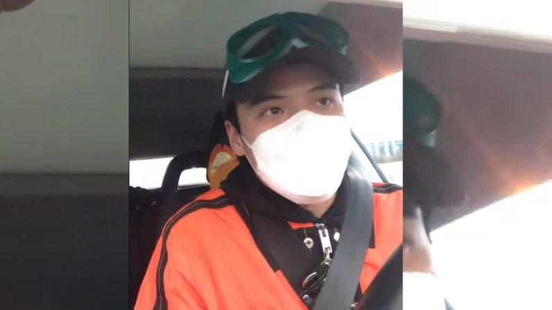 Li Zehua, 25 años, un expresentador de la televisión estatal china, durante una transmisión en vivo el 26 de febrero de 2020. (Captura de pantalla)