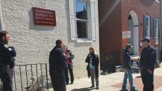 Amenaza de litigio garantiza a los manifestantes del aborto el derecho a orar fuera de una clínica