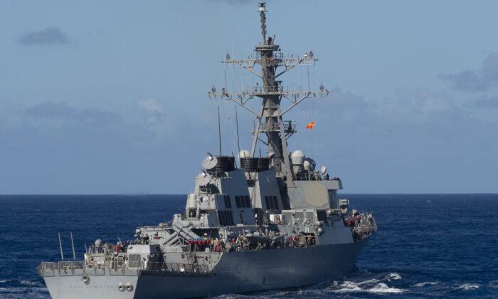 El destructor de misiles guiados clase Arleigh Burke, USS Paul Hamilton (DDG 60), transita por el Océano Pacífico el 27 de enero de 2020. (Foto de la Marina de Estados Unidos por la Especialista en Comunicación de Masas de 3ª Clase, Brandie Nuzzi)
