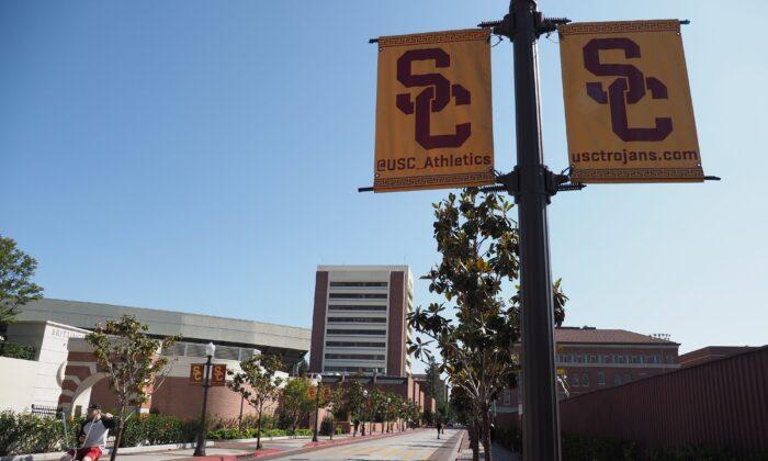 Exfuncionario de la Universidad de California admite que falsificó certificados de estudiantes chinos
