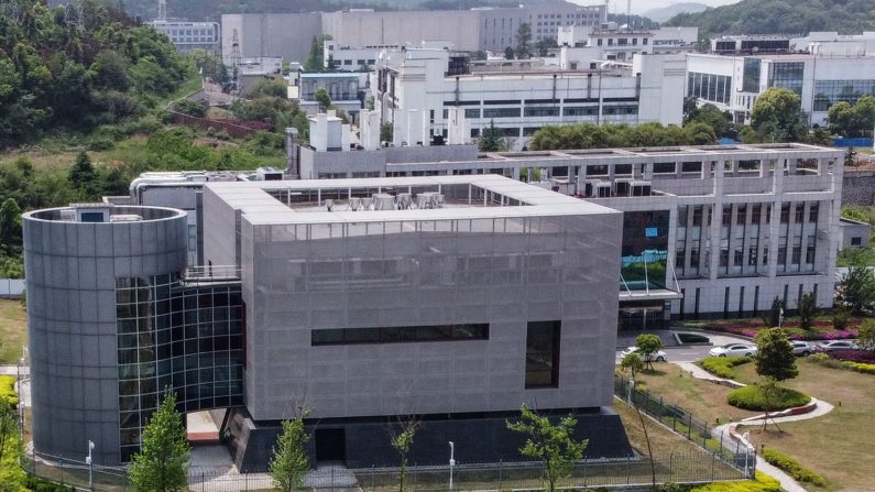 Una vista aérea muestra el laboratorio P4 del Instituto de Virología de Wuhan en Wuhan, provincia de Hubei, China, el 17 de abril de 2020. (Hector Retamal/AFP/Getty Images)