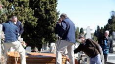 Esperar más de una semana para enterrar a los tuyos en España
