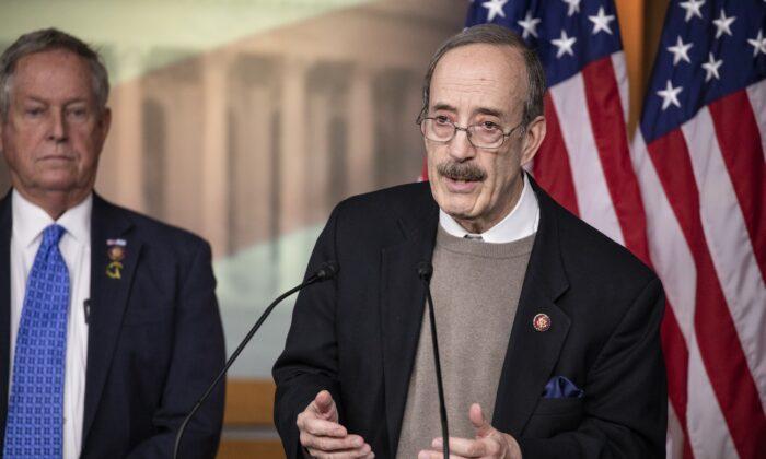 Presidente de Asuntos Extranjeros de la Cámara, representante Eliot Engel (Demócrata por New York) habla en Washington el 28 de enero de 2020. (Samuel Corum/Getty Images)