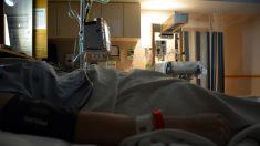 Mamá llora la pérdida de su bebé sola con su esposo aislado en el pasillo por el virus del PCCh