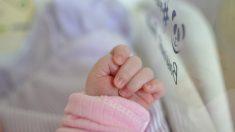 Bebé de 6 meses que sobrevivió a una cirugía cardíaca ahora lucha contra el del virus del PCCh