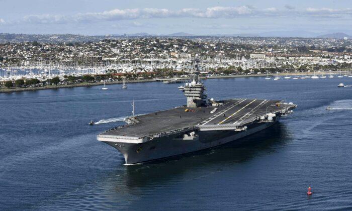El portaaviones USS Theodore Roosevelt (CVN 71) abandona su puerto de origen en San Diego el 17 de enero de 2020. (Marina de EE. UU. vía Getty Images)
