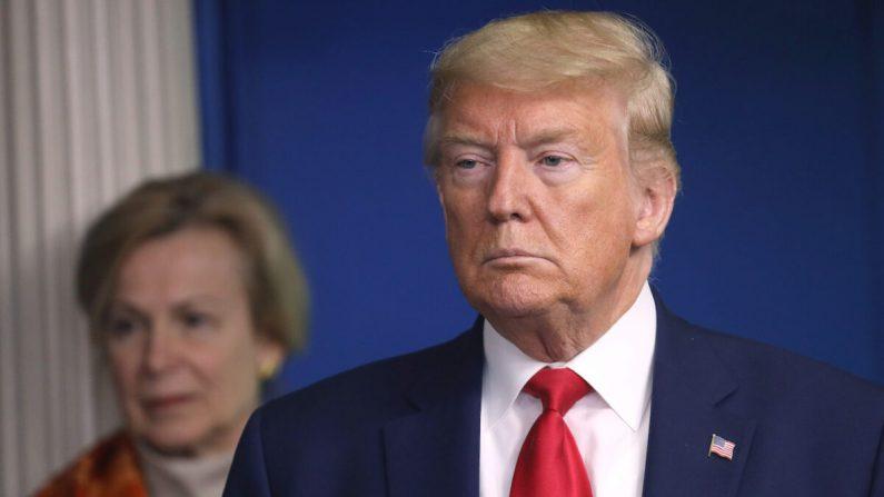 Trump invoca la Ley de Producción de Defensa que prohíbe exportar máscaras N95 y otros suministros