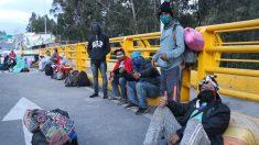 Policía colombiana reprime venezolanos que querían cruzar la frontera en Ecuador