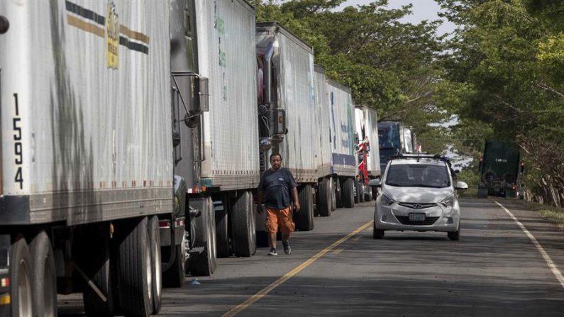 Costa Rica pide a transportistas aplicar ruta sanitaria acordada con Panamá