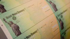 IRS alerta a millones de estadounidenses a revisar correo en busca de estímulo en tarjetas de débito