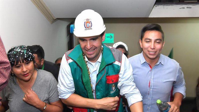 En la imagen un registro de José María Leyes (c) alcalde de Cochabamba. EFE/Jorge Abrego/Archivo