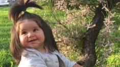 """Apodan """"Rapunzel"""" a una bebé que nació con una abundante cabellera gruesa y brillante"""