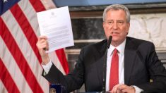 Alcalde de Nueva York anuncia que sacaran del agua a cualquier persona que nade en las playas
